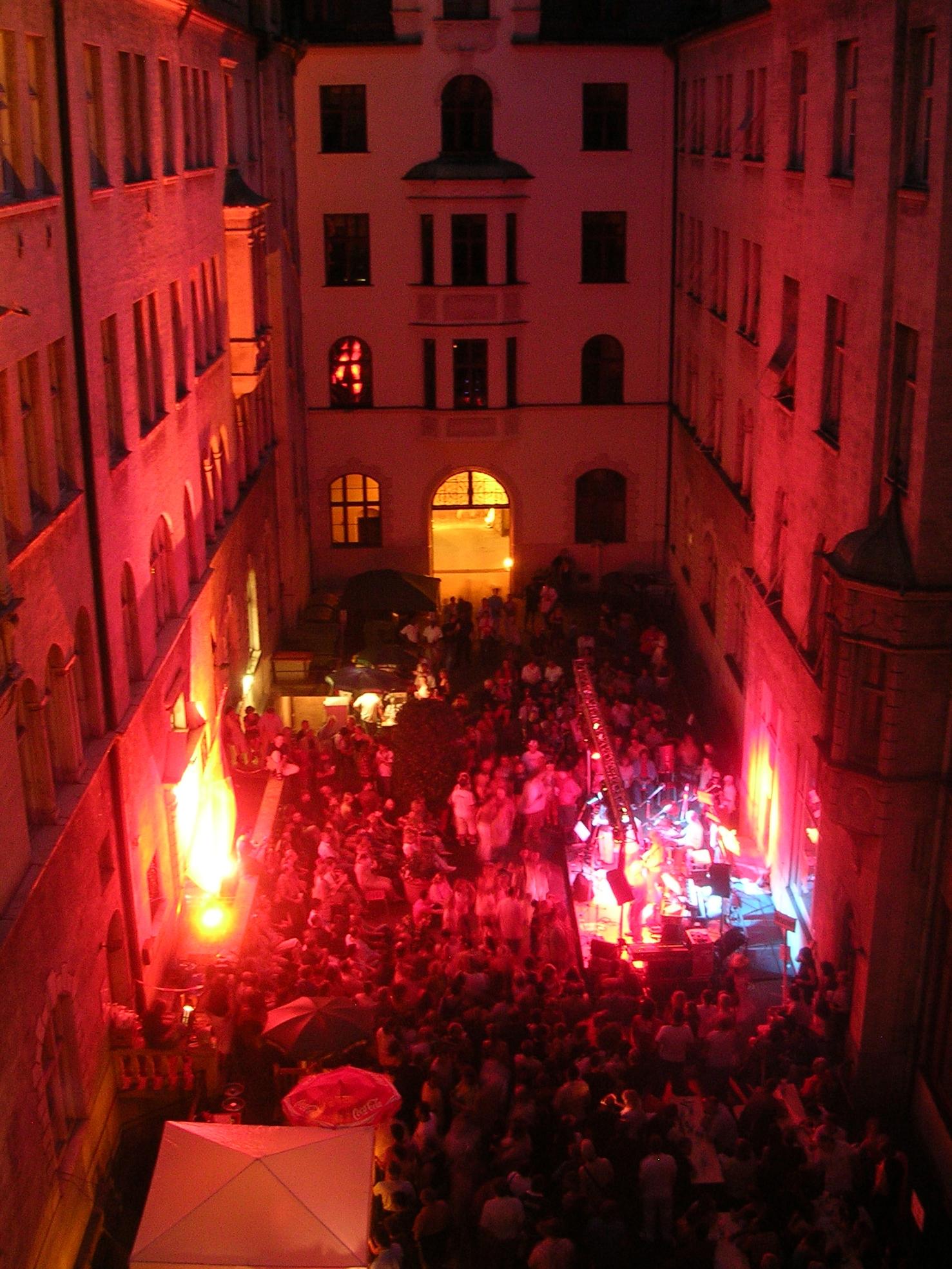 Konzerte im Bürgerhof 2006 - Freiwilligen-Zentrum Augsburg - Foto: Robert Hösle