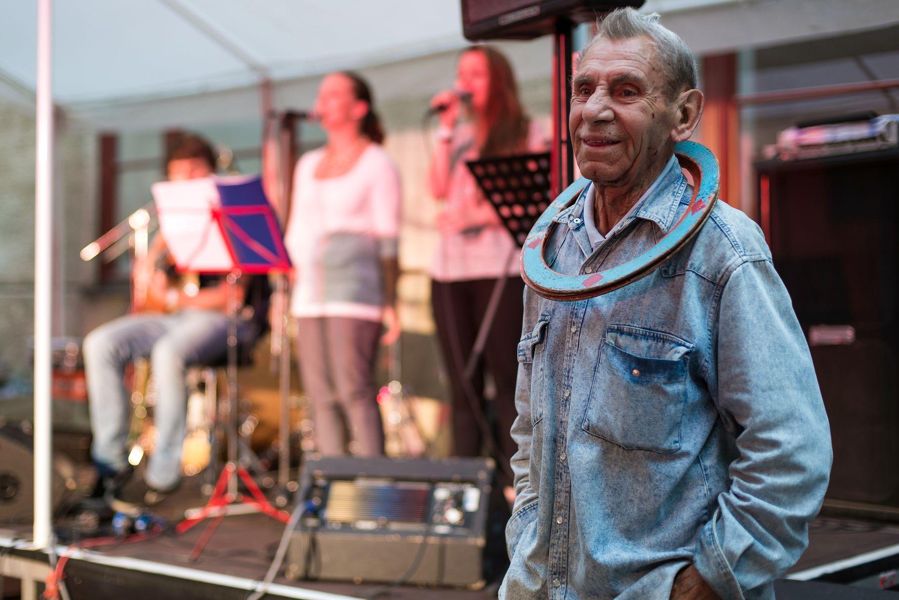 Konzerte im Bürgerhof 28.06.14 Der Jongleur - Freiwilligen-Zentrum Augsburg - Foto: Martin Schönberger