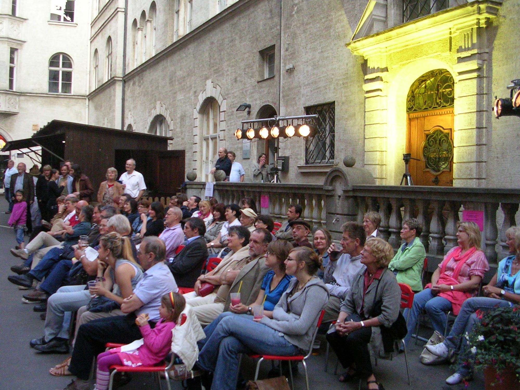 Konzerte im Bürgerhof 24.06.10 - Freiwilligen-Zentrum Augsburg - Foto: Robert Hösle