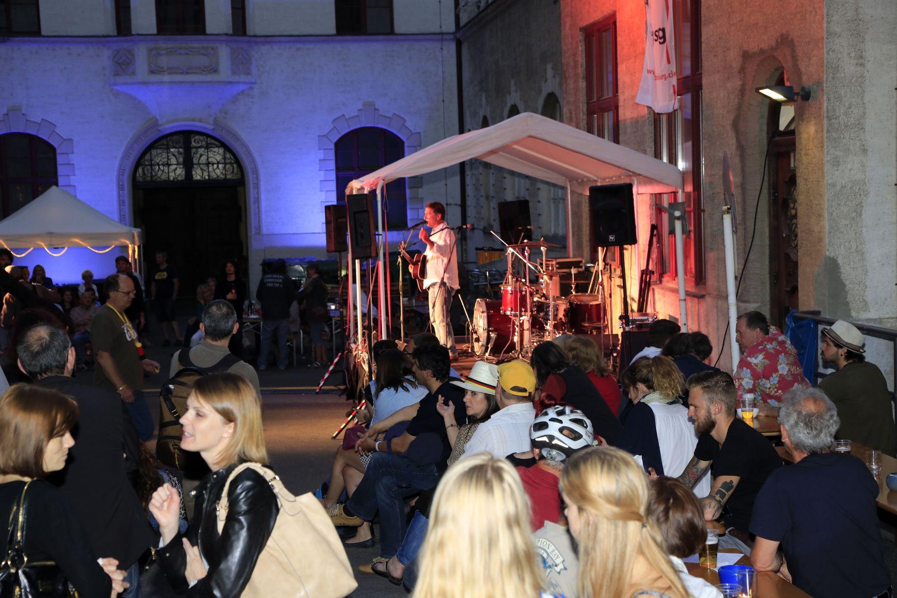 Konzerte im Bürgerhof 26.06.14 Byron - Freiwilligen-Zentrum Augsburg - Foto: Franz Lechner