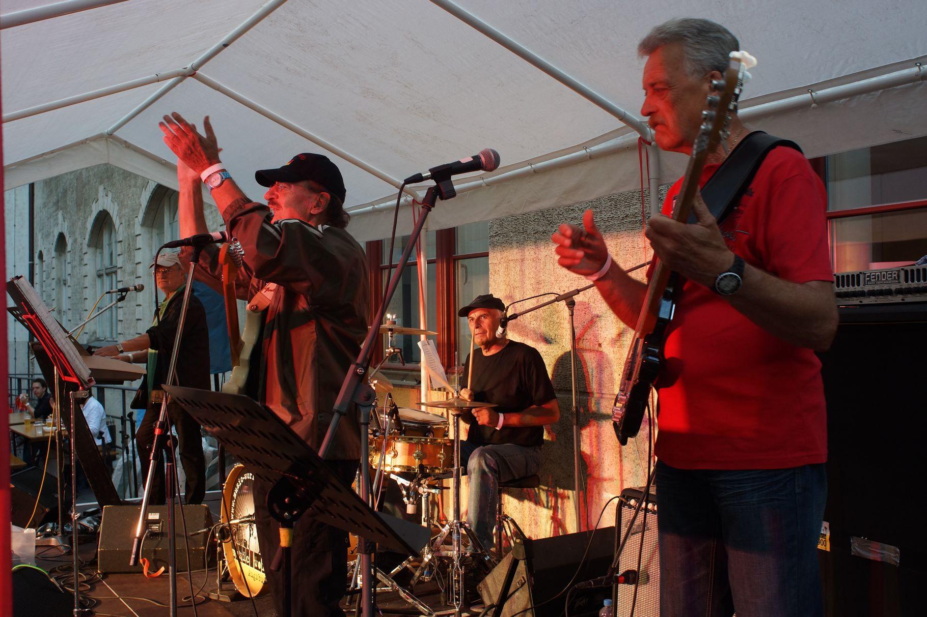 Konzerte im Bürgerhof 28.06.14 Cannons - Freiwilligen-Zentrum Augsburg - Foto: Crayfish