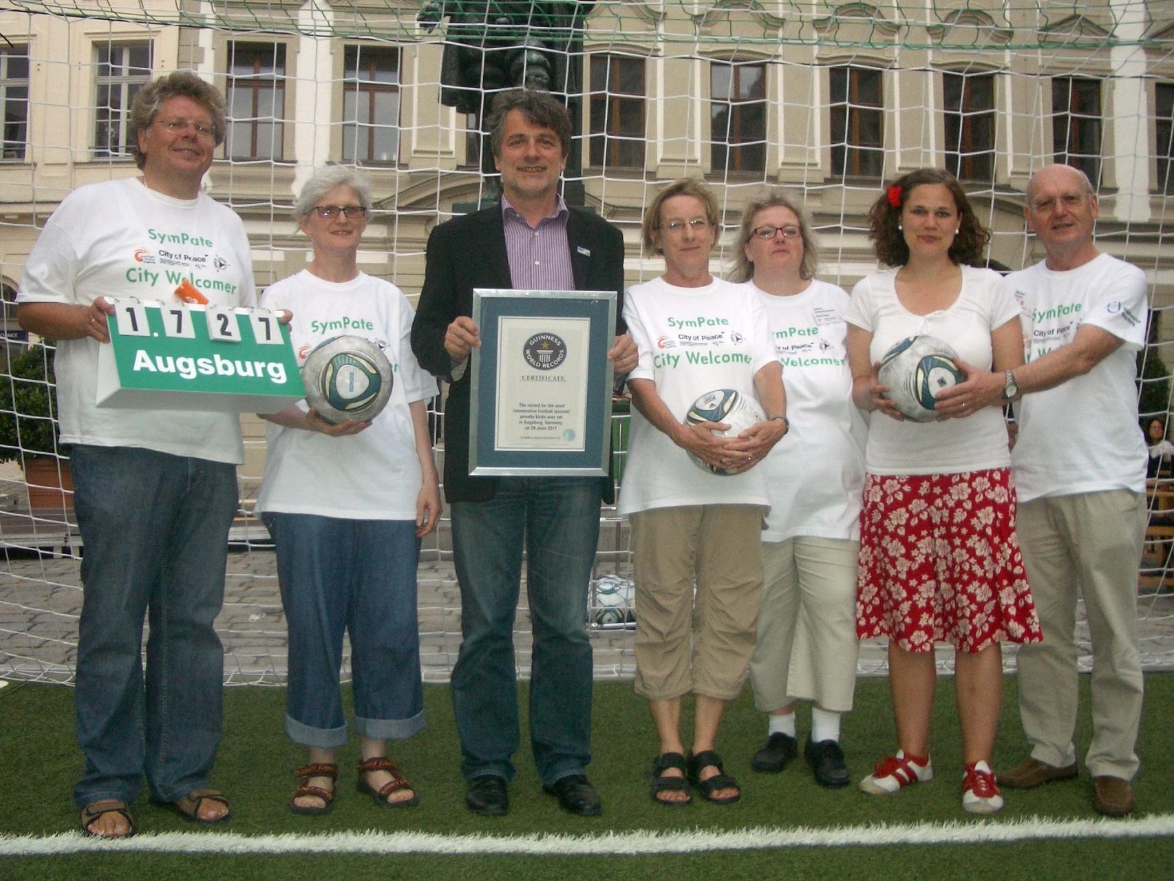 SymPaten - City Welcomers 2011 - Guinness World Records Elfmeterwettbewerb 29.06.11 - Foto: Wolfgang F. Lightmaster- Freiwilligen-Zentrum Augsburg