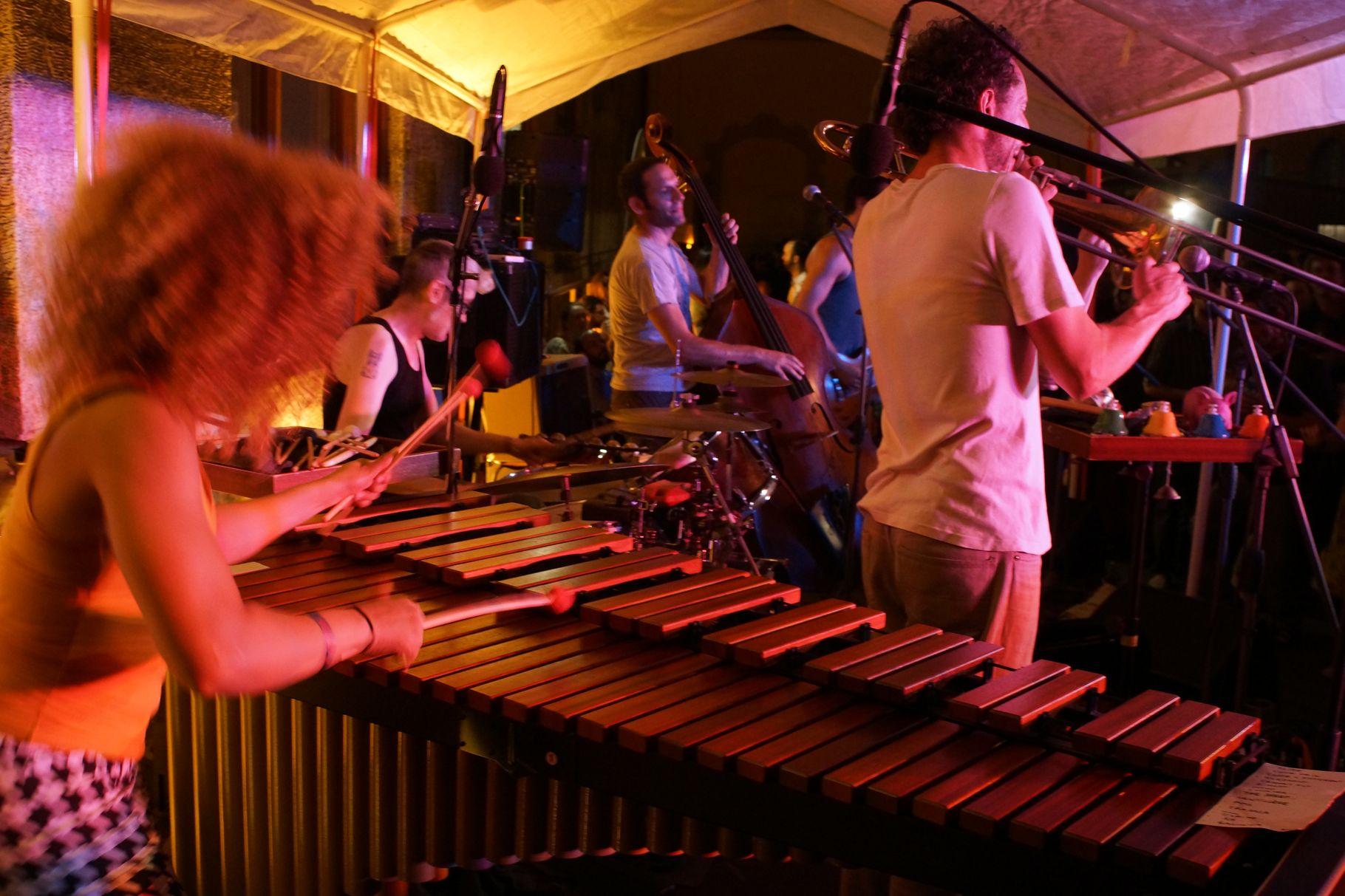 Konzerte im Bürgerhof 04.07.2013 Orchestre Tout Puissant Marcel Duchamp - Freiwilligen-Zentrum Augsburg - Foto: Crayfish