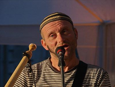 """Konzerte im Bürgerhof 25.06.09 """"Alphorn und MannsBilder"""" Alfons Fischer - Freiwilligen-Zentrum Augsburg - Foto: Hugo Fössinger"""