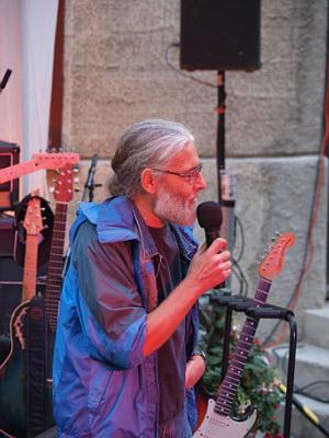 Konzerte im Bürgerhof 26.06.09 Wolfgang F. Lightmaster - Freiwilligen-Zentrum Augsburg - Foto: Hugo Fössinger