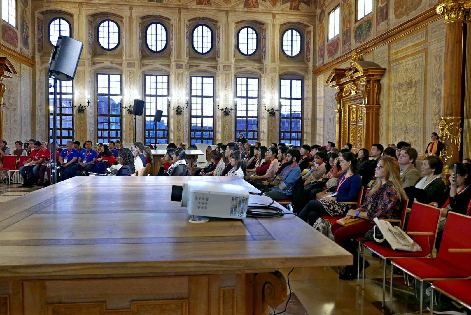 Welt-Jugendfreiwilligenforum 2018 Augsburg / Deutschland - 15.10.2018 Rathaus Goldener Saal Willkommen - Foto: Christoph Urban - Freiwilligen-Zentrum Augsburg