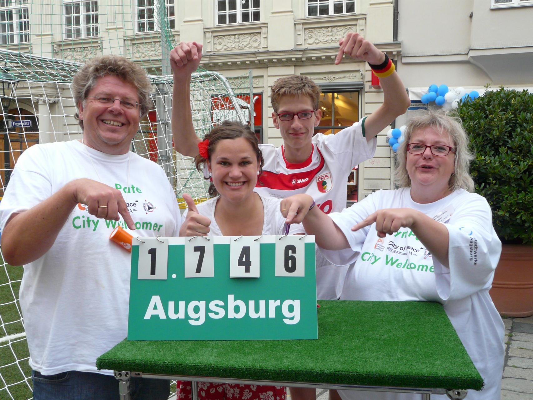 SymPaten - City Welcomers 2011 - Guinness World Records Elfmeterwettbewerb 29.06.11 - Foto: Wolfgang F. Lightmaster - Freiwilligen-Zentrum Augsburg