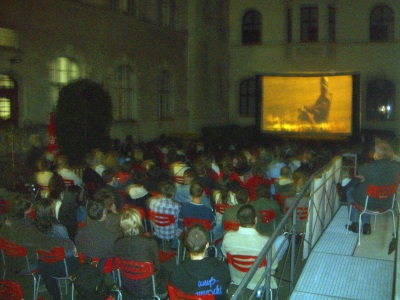 """Bürgerhof 07.08.06 Kurzfilmabend """"Ein bisschen Frieden..."""" PAX2006 - Foto: Wolfgang F. Lightmaster - Freiwilligen-Zentrum Augsburg"""