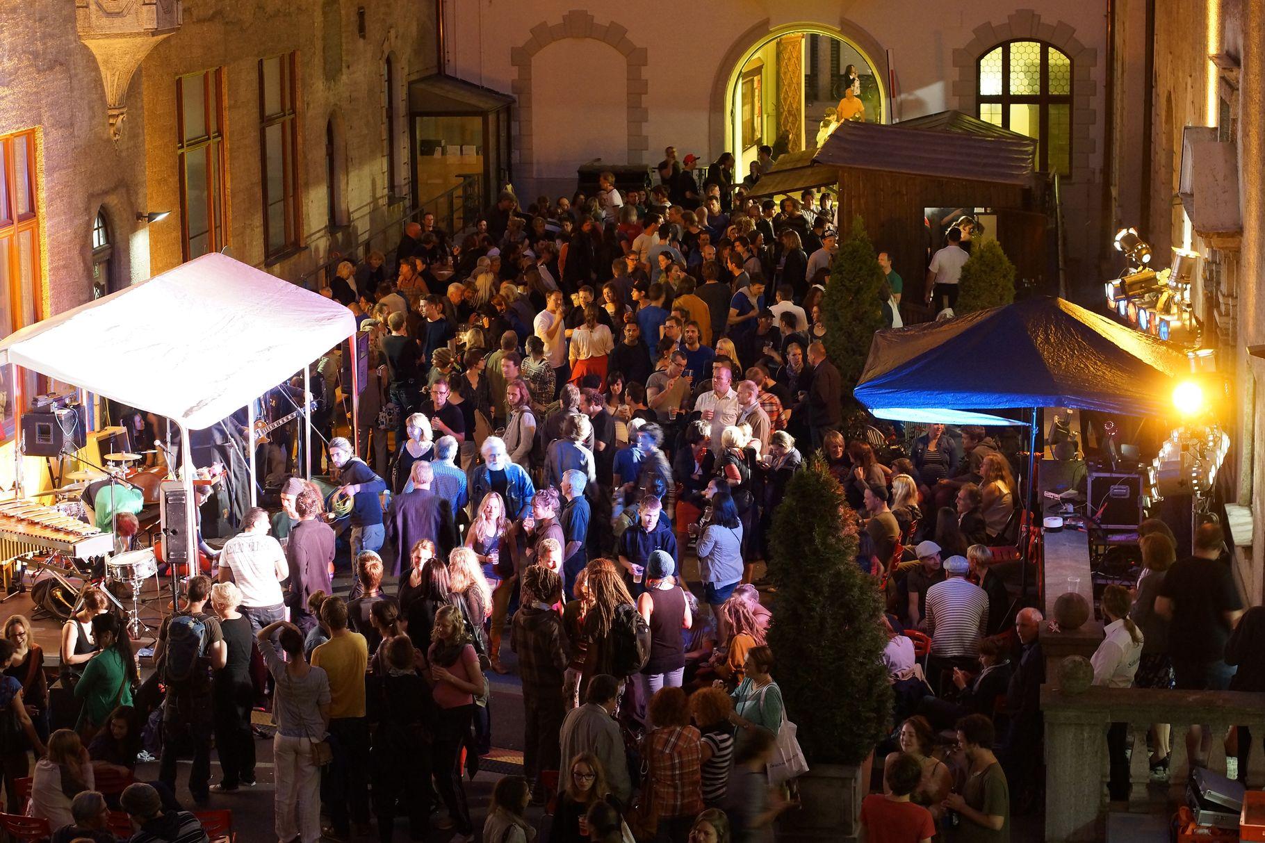 Konzerte im Bürgerhof 04.07.2013 - Freiwilligen-Zentrum Augsburg - Foto: Crayfish
