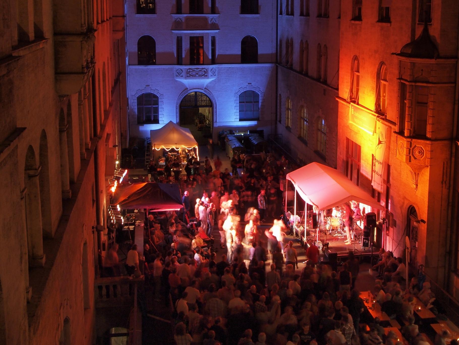Konzerte im Bürgerhof 2005 bis 2017 - Foto: Robert Hösle - Freiwilligen-Zentrum Augsburg