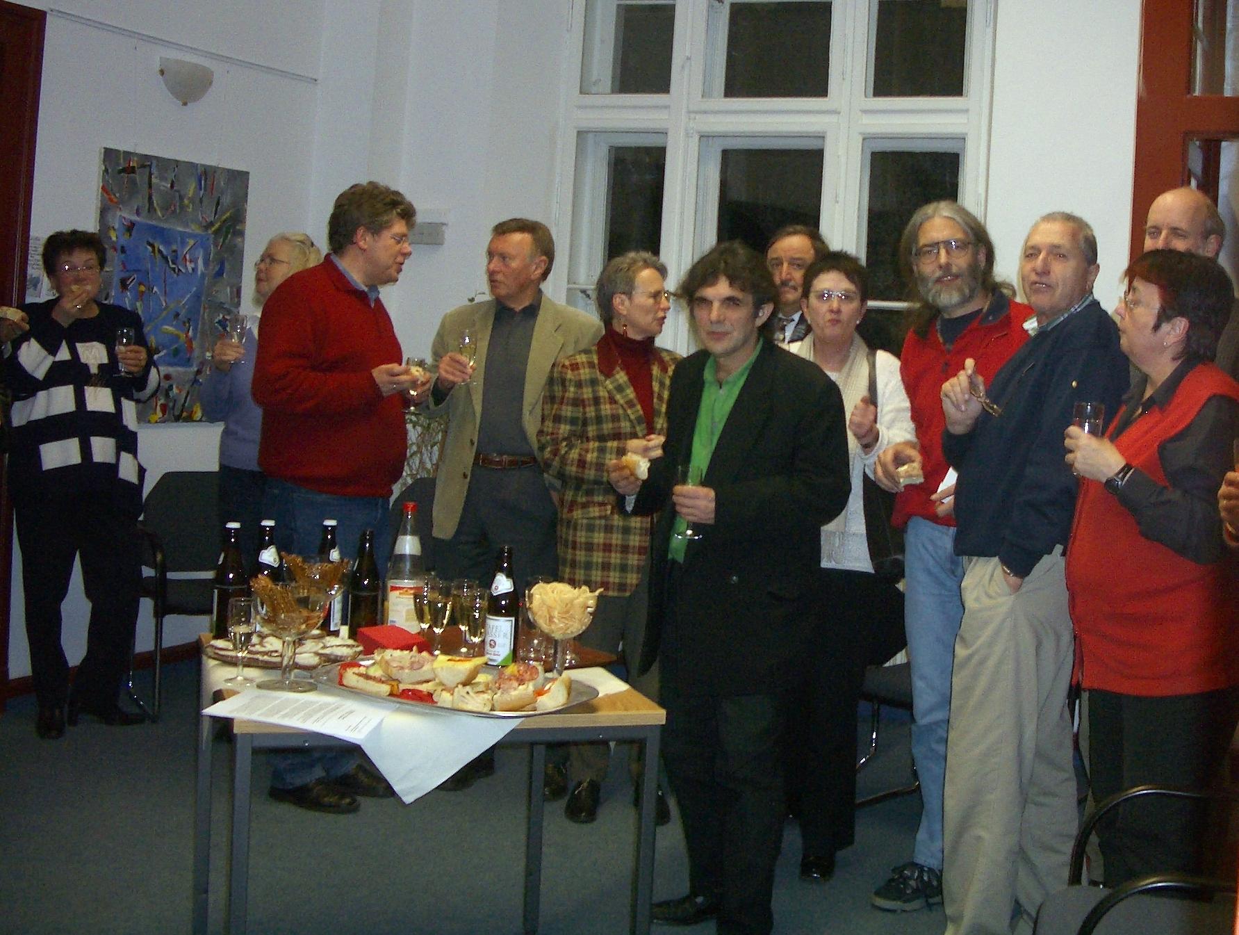 "Bürgertreff 16.12.04 ""Finissage des Künstlers Jovan Jovanovic"" - Foto: Ute Illig - Freiwilligen-Zentrum Augsburg"