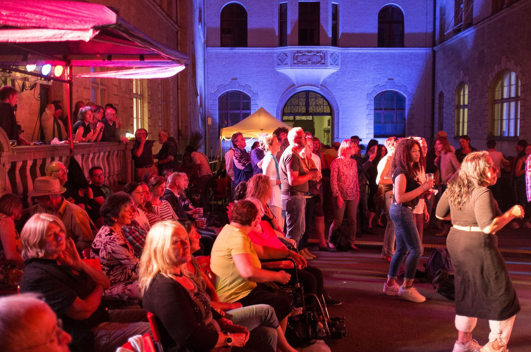 Konzerte im Bürgerhof 27.06.14 - Freiwilligen-Zentrum Augsburg - Foto: Crayfish