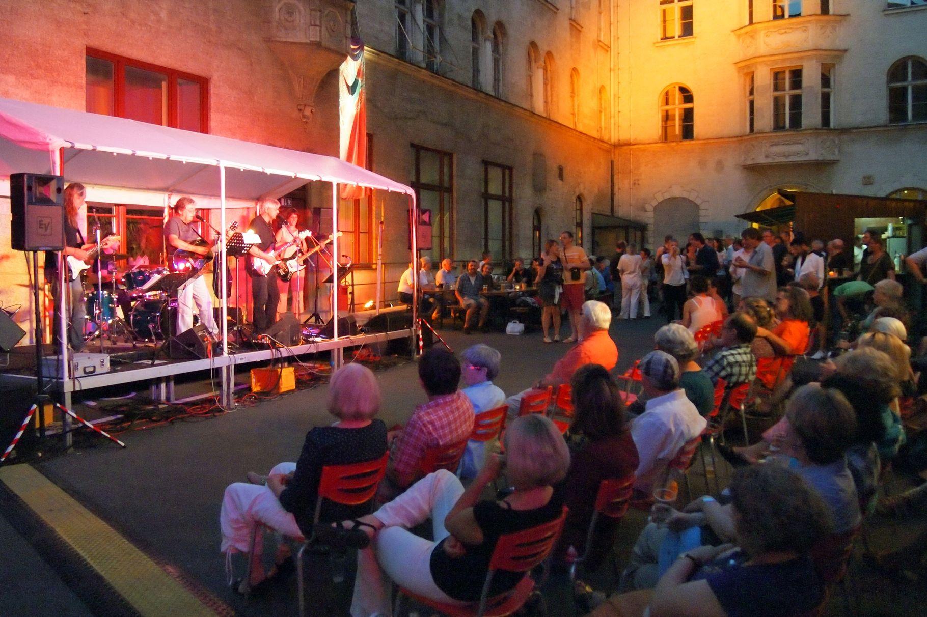 Konzerte im Bürgerhof 21.06.2012 - Freiwilligen-Zentrum Augsburg - Foto: Robert Hösle