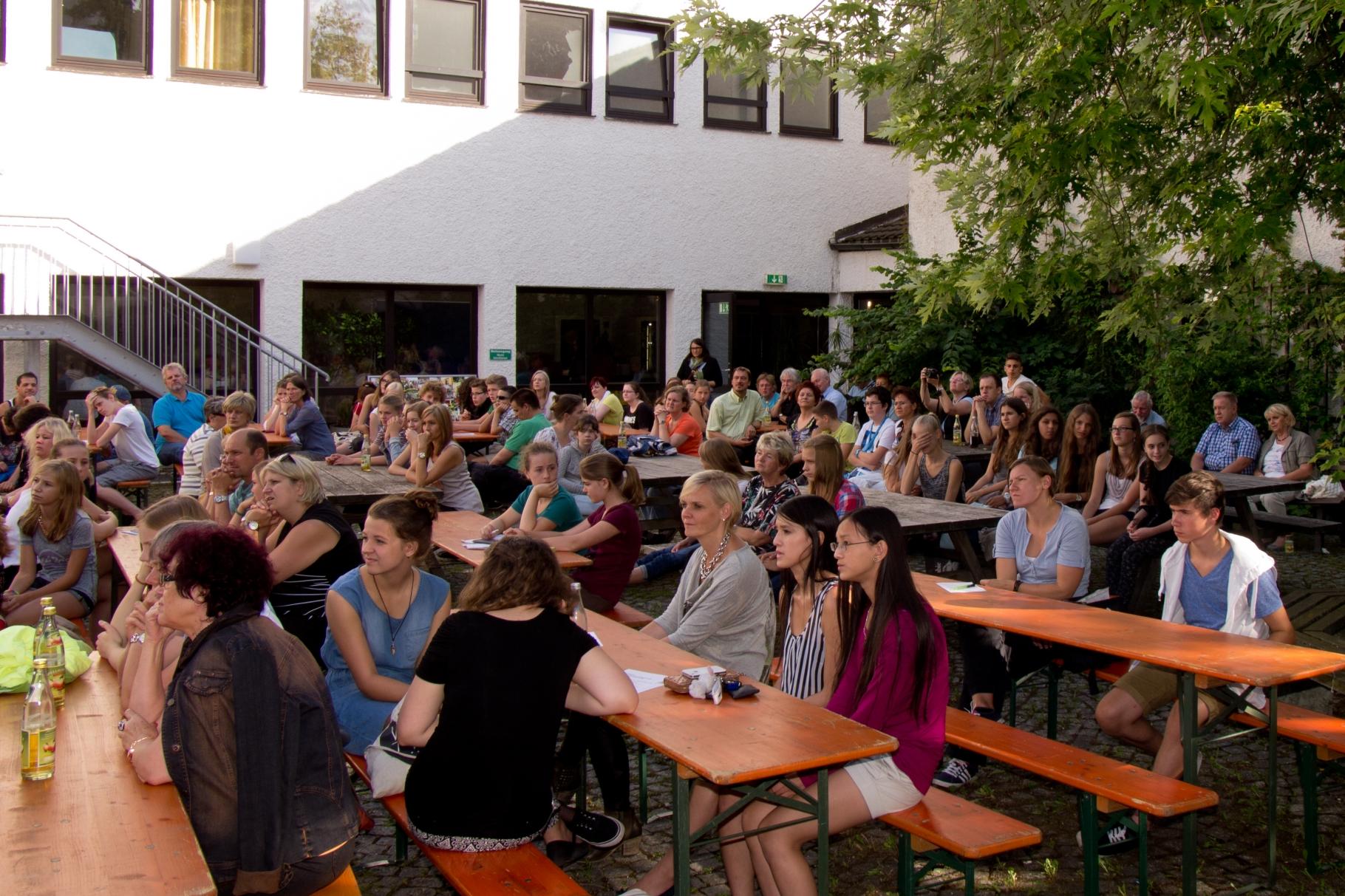 change in - Abschlussfest Innenhof Stetten-Institut - Foto: Robert Hösle - Freiwilligen-Zentrum Augsburg