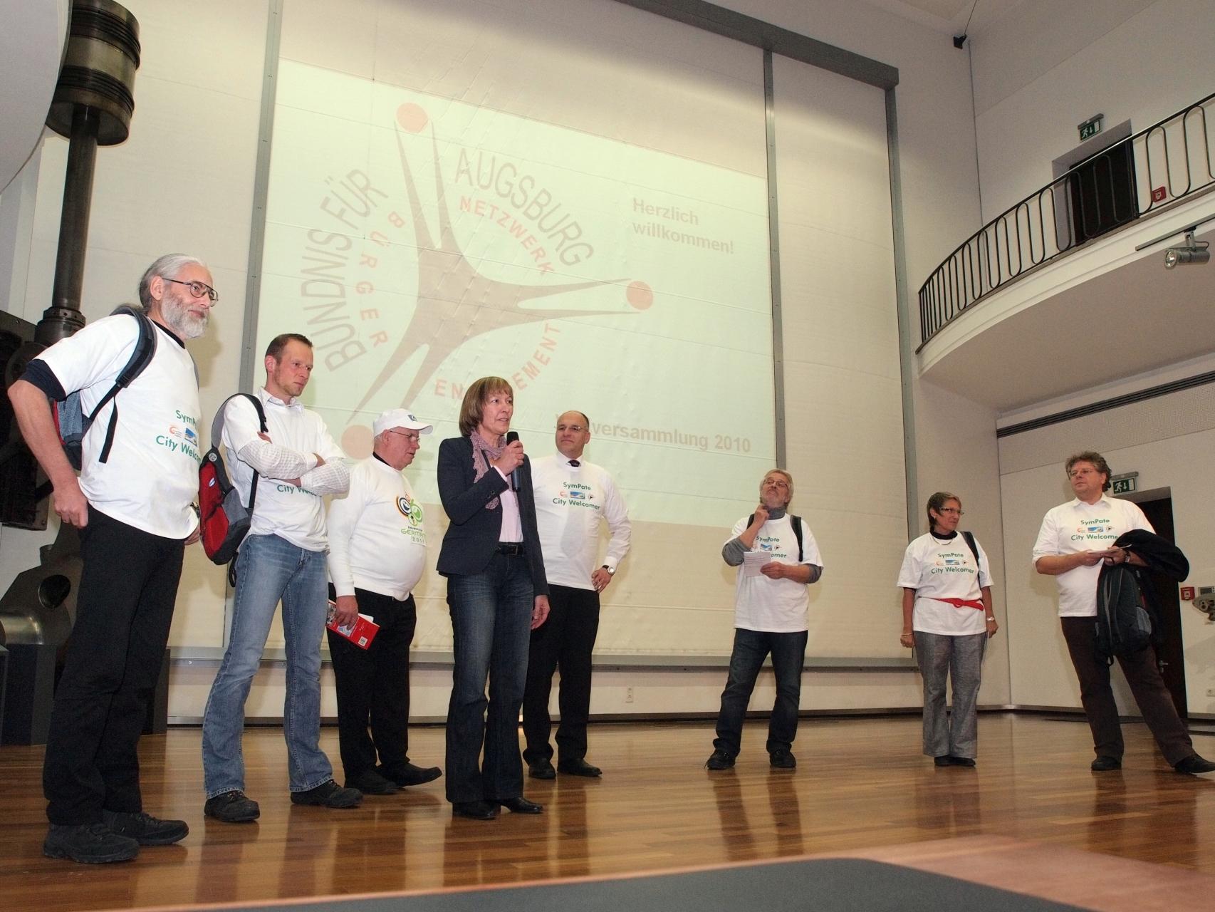 SymPaten - City Welcomers 2011 - Vorstellung der Aktion bei der Vollversammlung des Bündnis für Augsburg 2010 MAN-Museum - Foto: Hugo Fössinger - Freiwilligen-Zentrum Augsburg