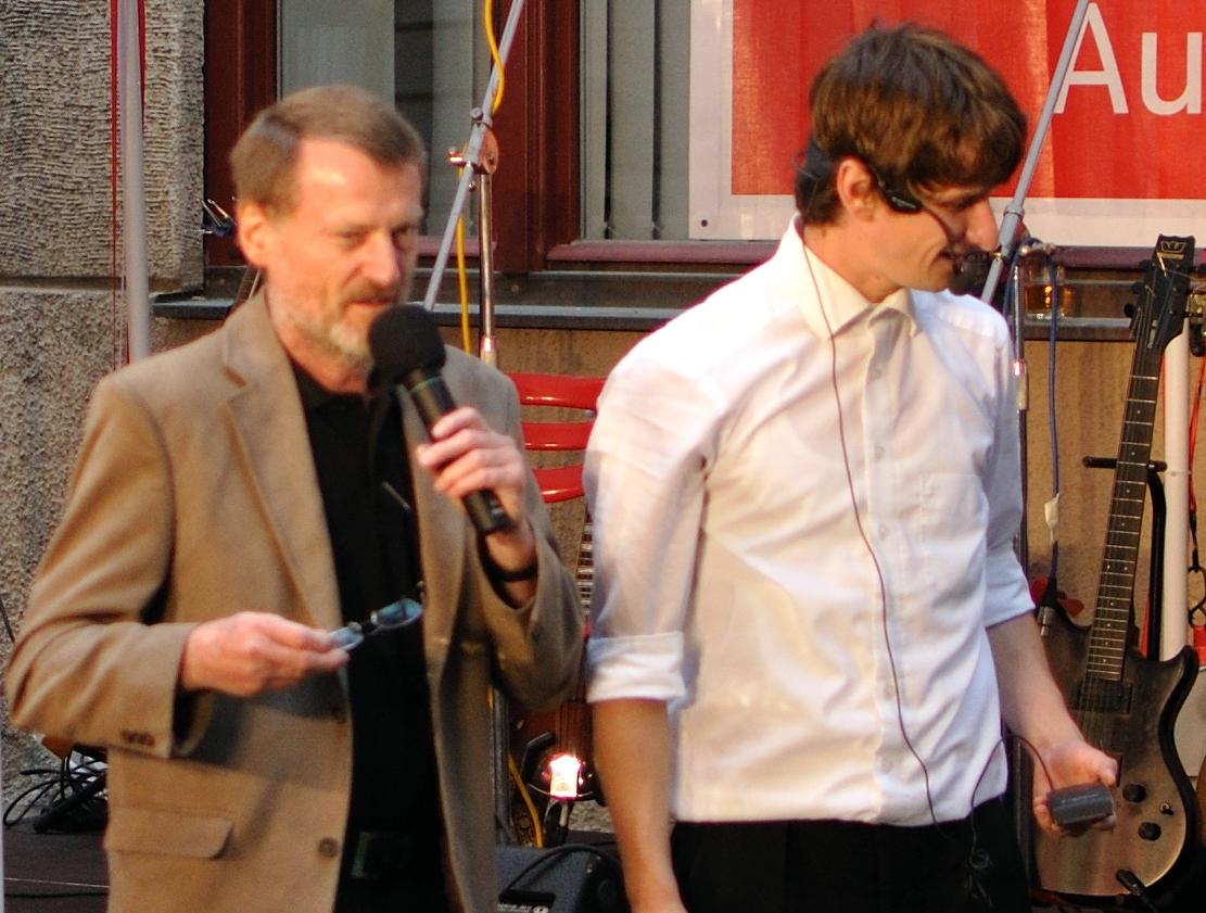 Konzerte im Bürgerhof 14.07.11 Volker Sommitsch, Tobi van Deisner - Freiwilligen-Zentrum Augsburg - Foto: Martin Schönberger