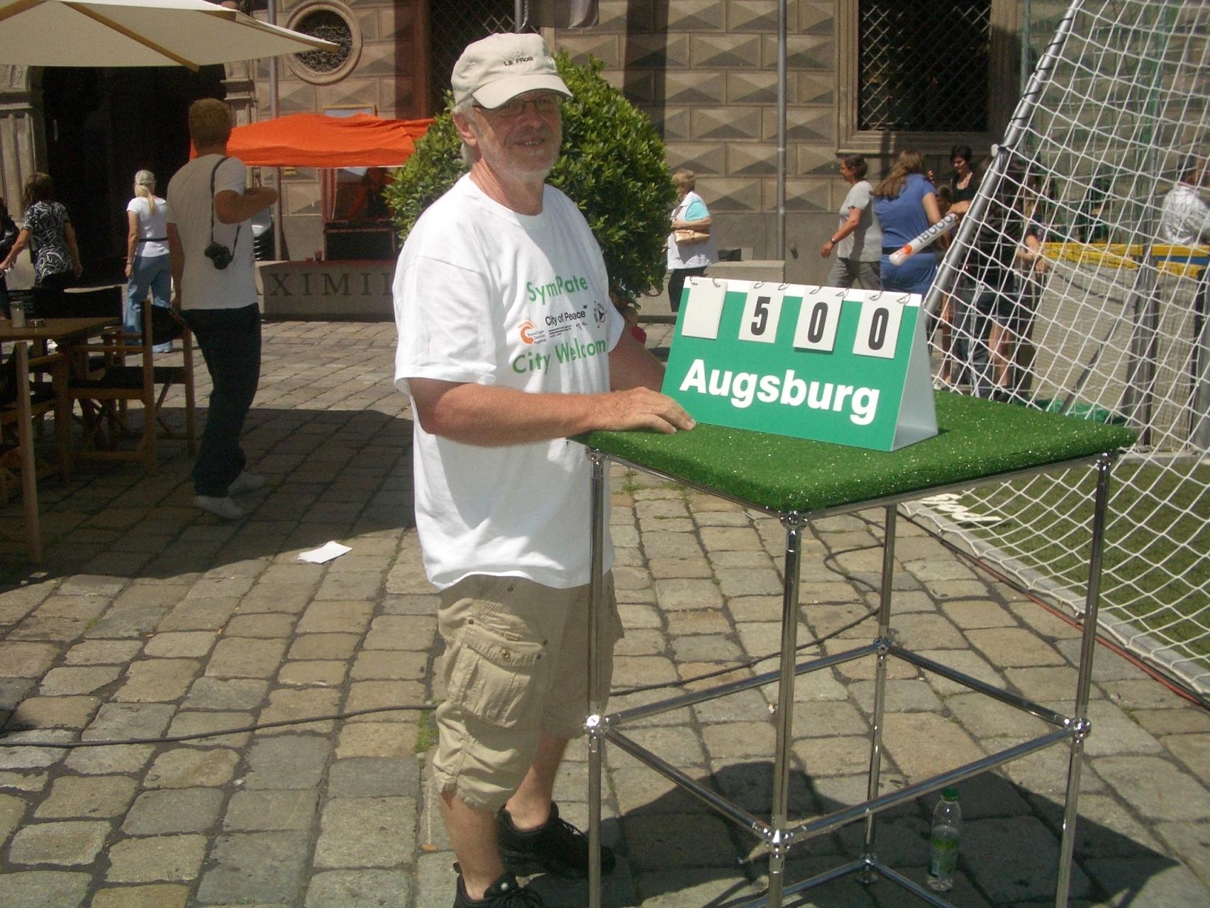 SymPaten - City Welcomers 2011 - Guinness World Records Elfmeterwettbewerb 29.06.11 - Foto: Wolfgang Krell - Freiwilligen-Zentrum Augsburg