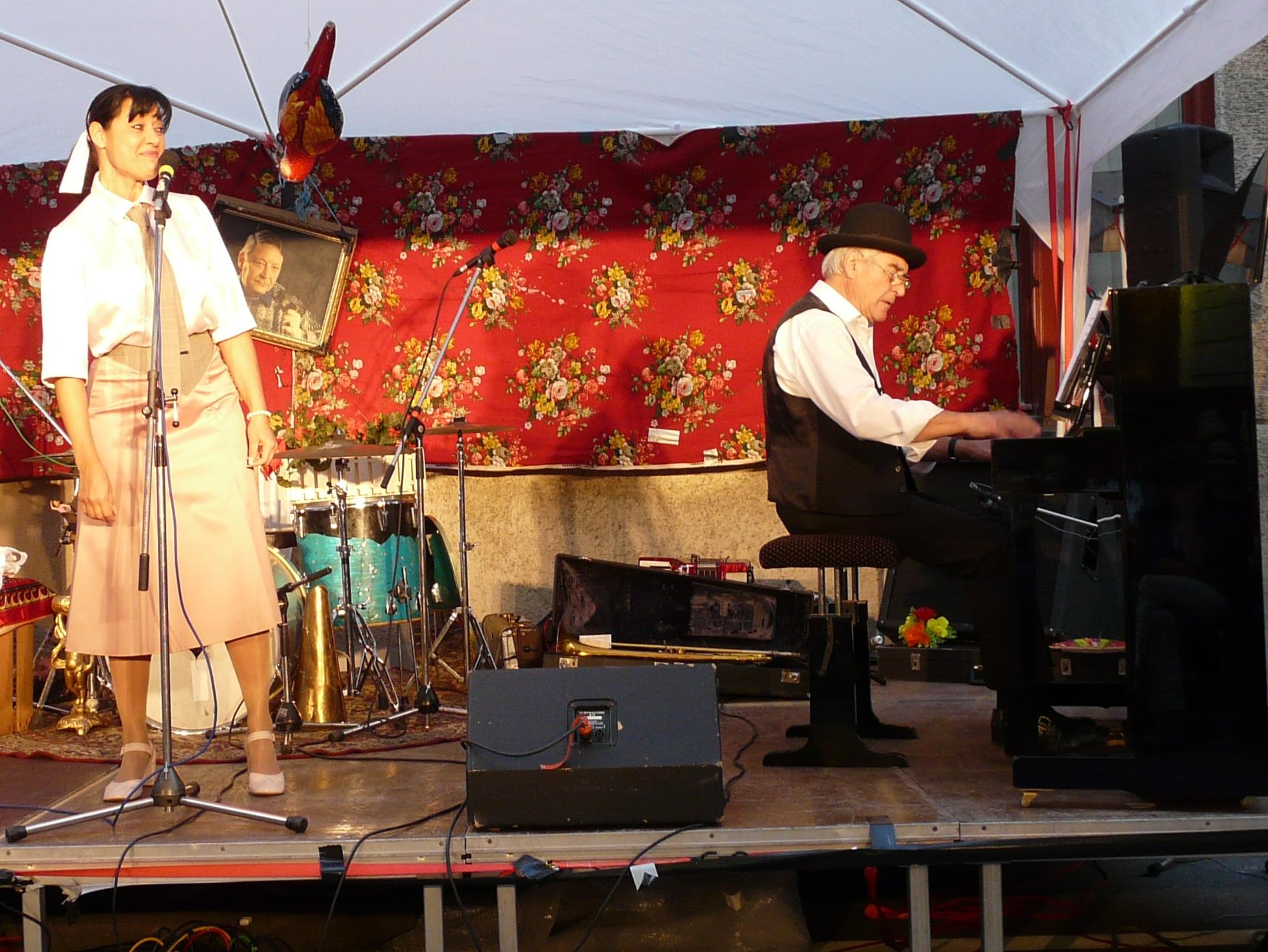 Konzerte im Bürgerhof 24.06.10 Karin Kurzendörfer und  Adi Meixner - Freiwilligen-Zentrum Augsburg - Foto: Gabriele Böck
