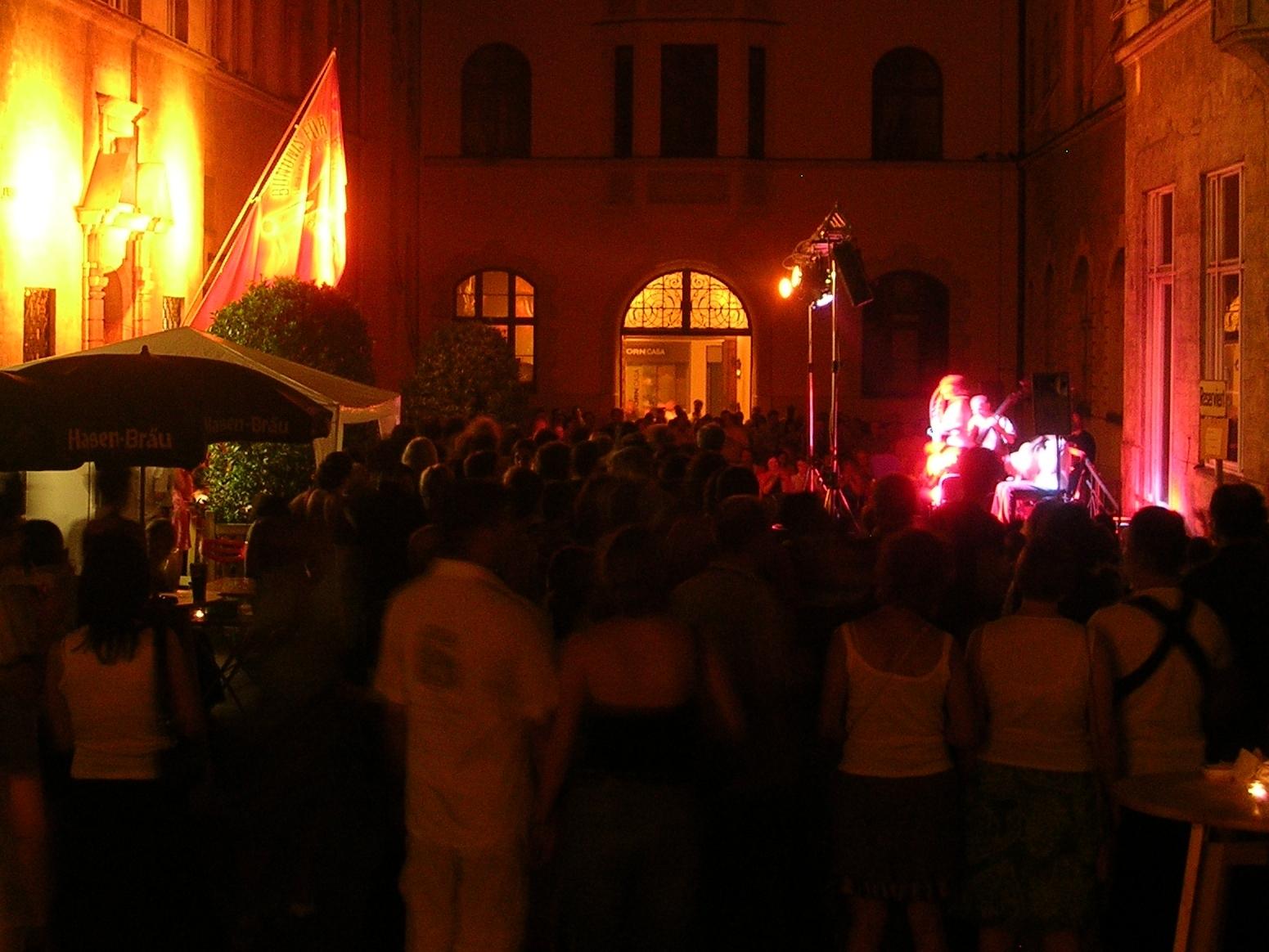 Konzerte im Bürgerhof 2005 - Freiwilligen-Zentrum Augsburg - Foto: Robert Hösle