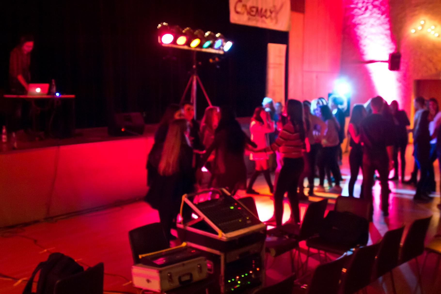 change in - Abschlussfest Barbarasaal Stetten-Institut - Unsere Disco zum Abschluss der Veranstaltung - Foto: Robert Hösle - Freiwilligen-Zentrum Augsburg