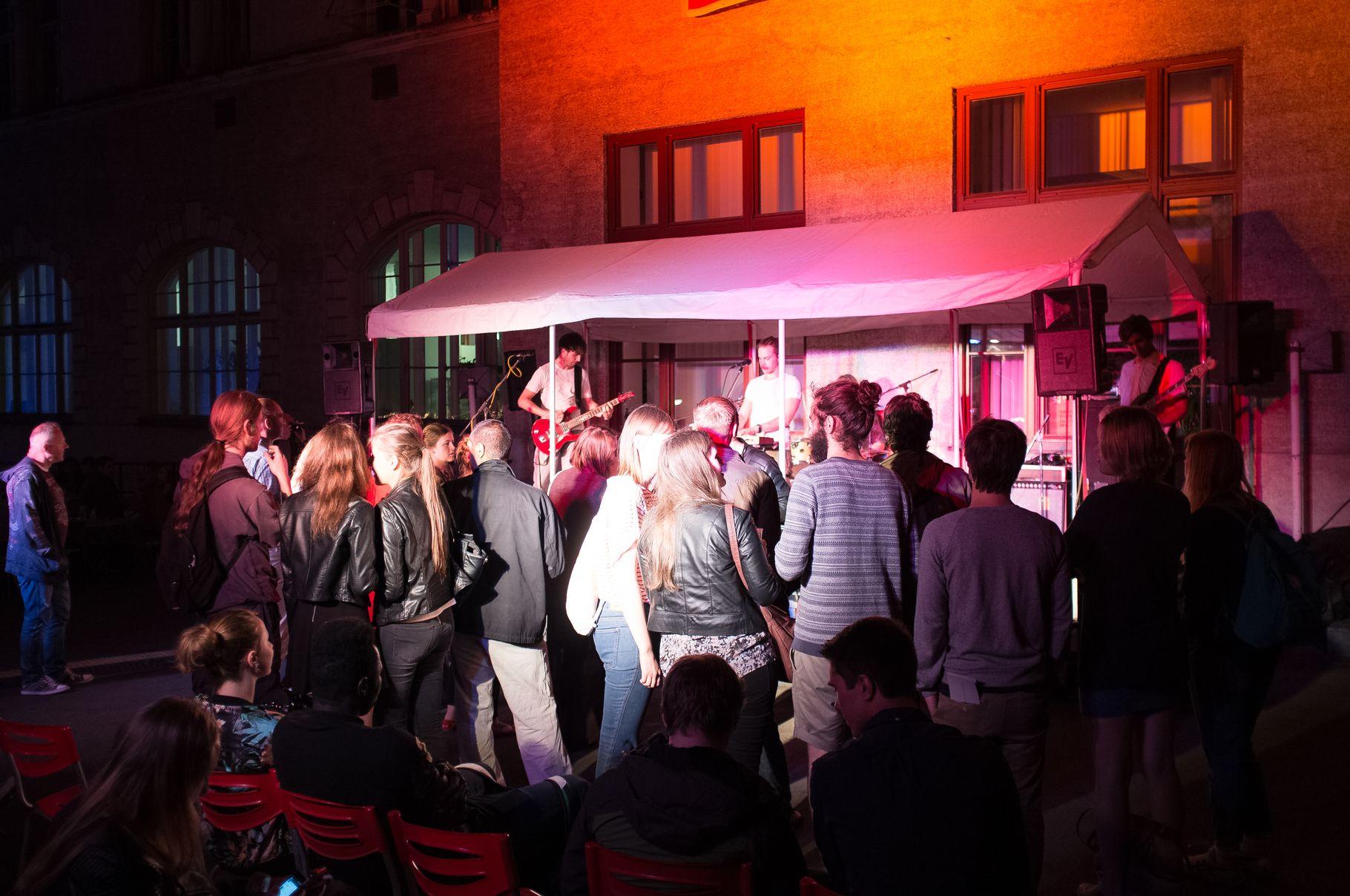Konzerte im Bürgerhof 28.06.14 Frau Wohlfahrth - Freiwilligen-Zentrum Augsburg - Foto: Crayfish