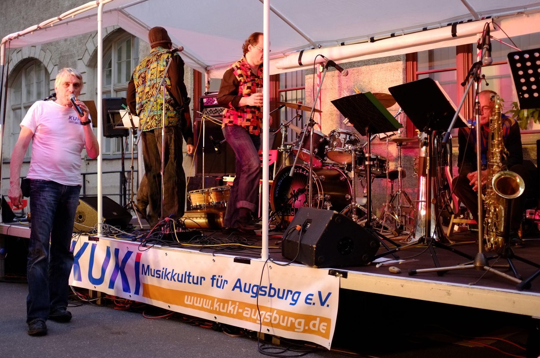 Konzerte im Bürgerhof 22.06.2012 Jürgen Gebhardt - Freiwilligen-Zentrum Augsburg - Foto: Martin Schönberger