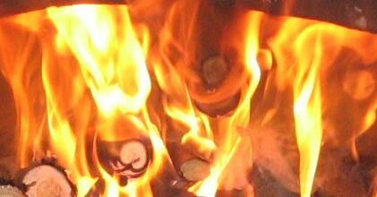 Element Feuer steht mit dem sogenannten Wärmeäther in Verbindung