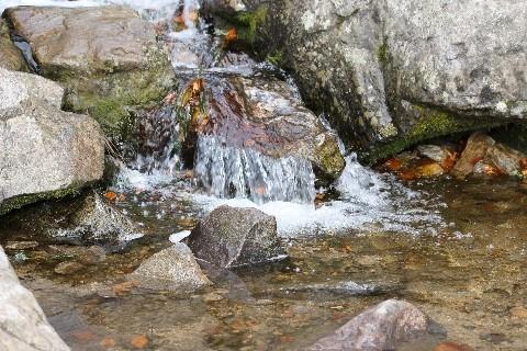 Element Wasser steht mit dem sogenannten chemischen Äther in Verbindung