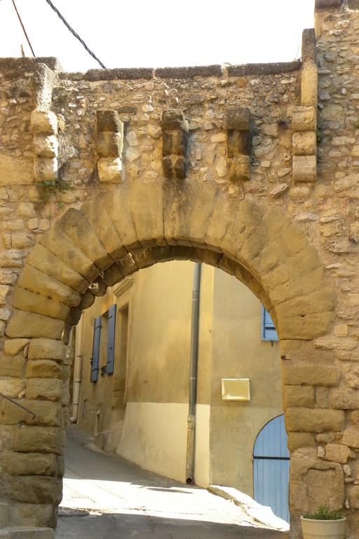La porte à herse de la rue Calade Eyguières