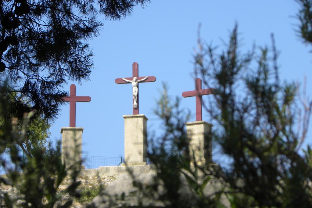 Les trois croix du Calvaire à Eyguières
