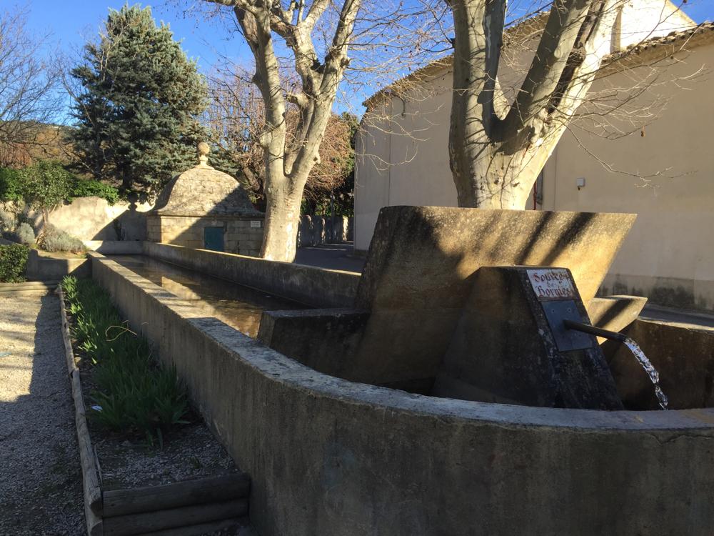 Eyguières, fontaine des Bormes