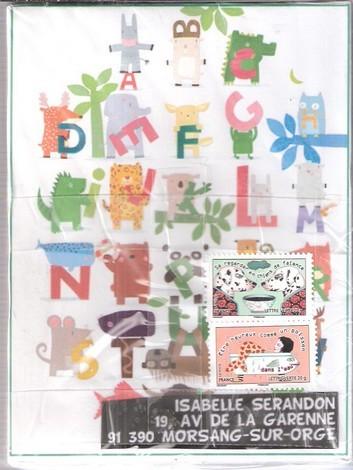 Isa est une institutrice qui aime son métier et fait la classe à des CM1 ou 2.... âge intéressant pour l'art postal...