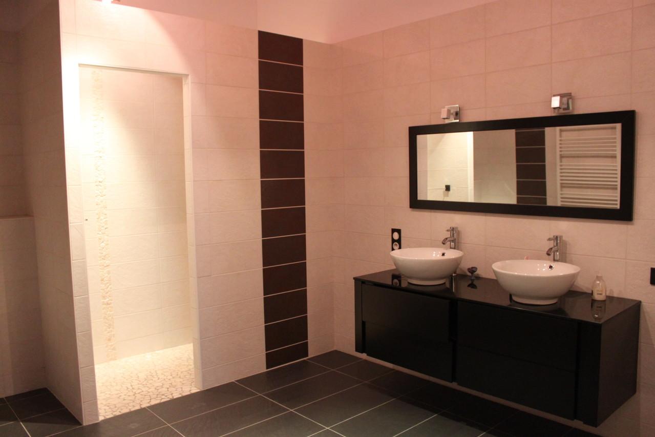 Deuxième étage: salle de bain/WC