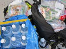 避難袋の中身は水と食料で一杯!