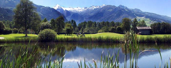 See mitten im Golfplatz