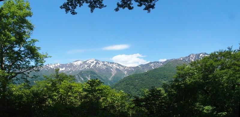展望台から眺める白山の全景です。いっぱいの思い出が詰まった雄大な風景に見とれていました。