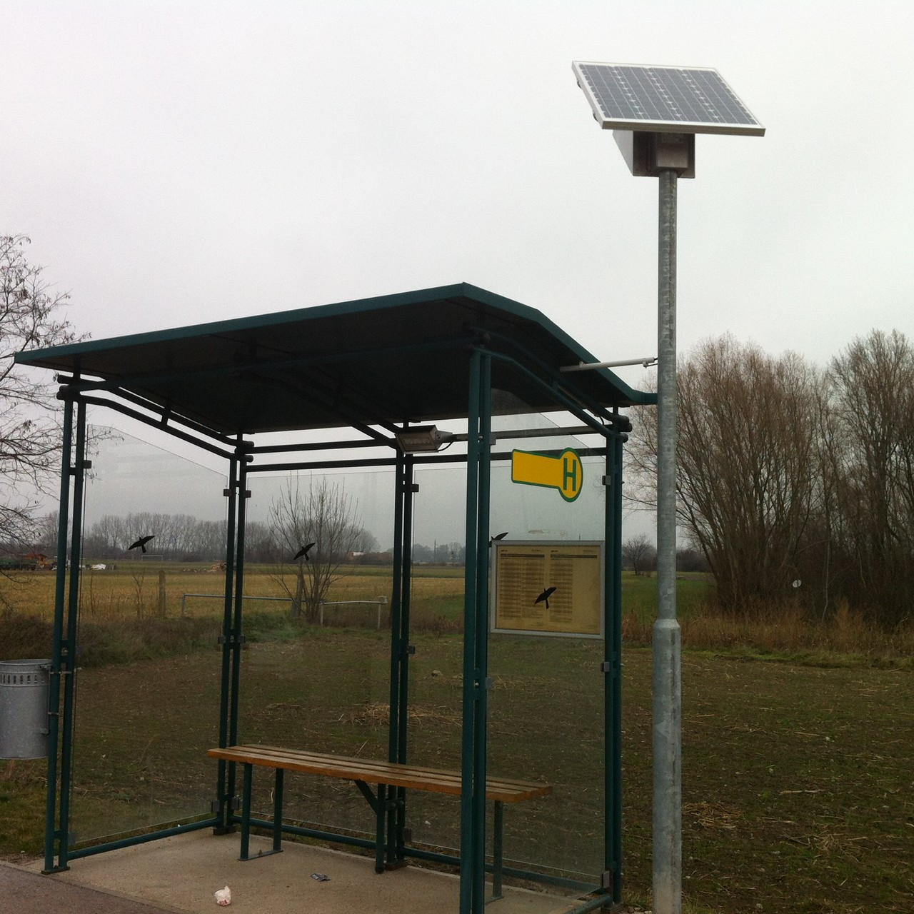 Nachgerüstetes  Wartehaus mit Solar LED Beleuchtung