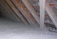 Decke mit offen aufgeblasener Zellulose