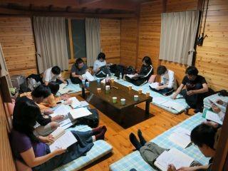 夜は宿で遅くまで勉強しました