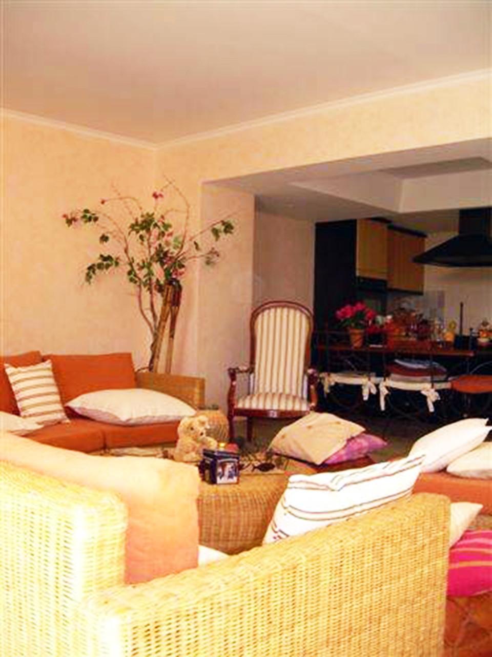 tapissier d ameublement marseille atelier refection de fauteuil et canape par artisan. Black Bedroom Furniture Sets. Home Design Ideas