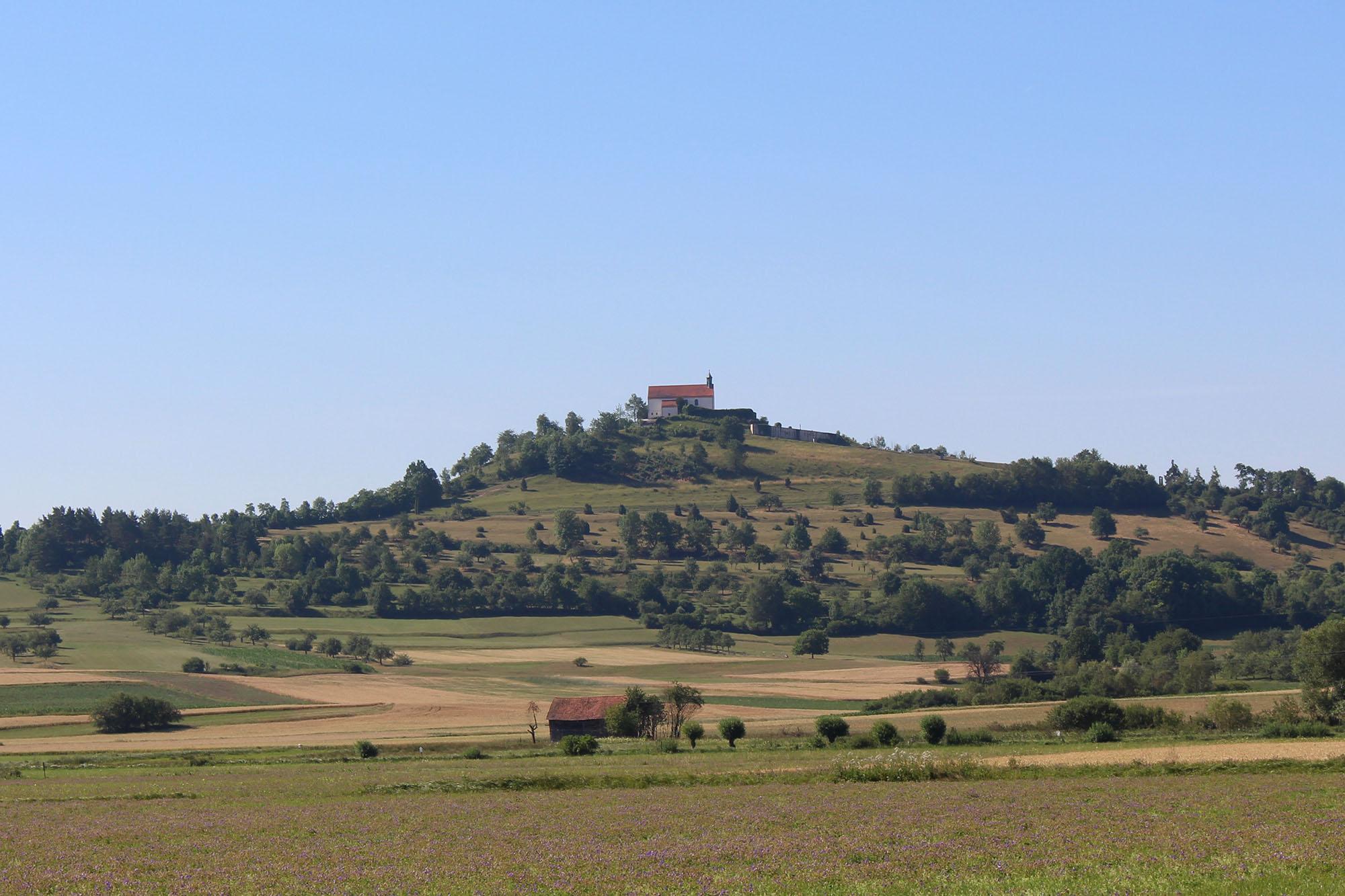 Blick vom Seminarhaus auf die Wurmliger Kapelle