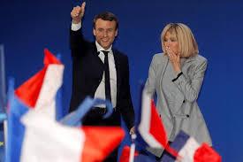 4月30日 第一回選挙勝利 ブリジット夫人と舞台に登壇