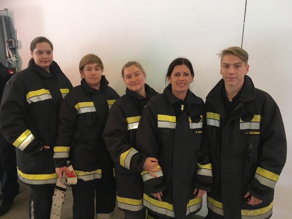 Fünf neue Truppmänner für die Freiwillige Feuerwehr Rauchenwarth