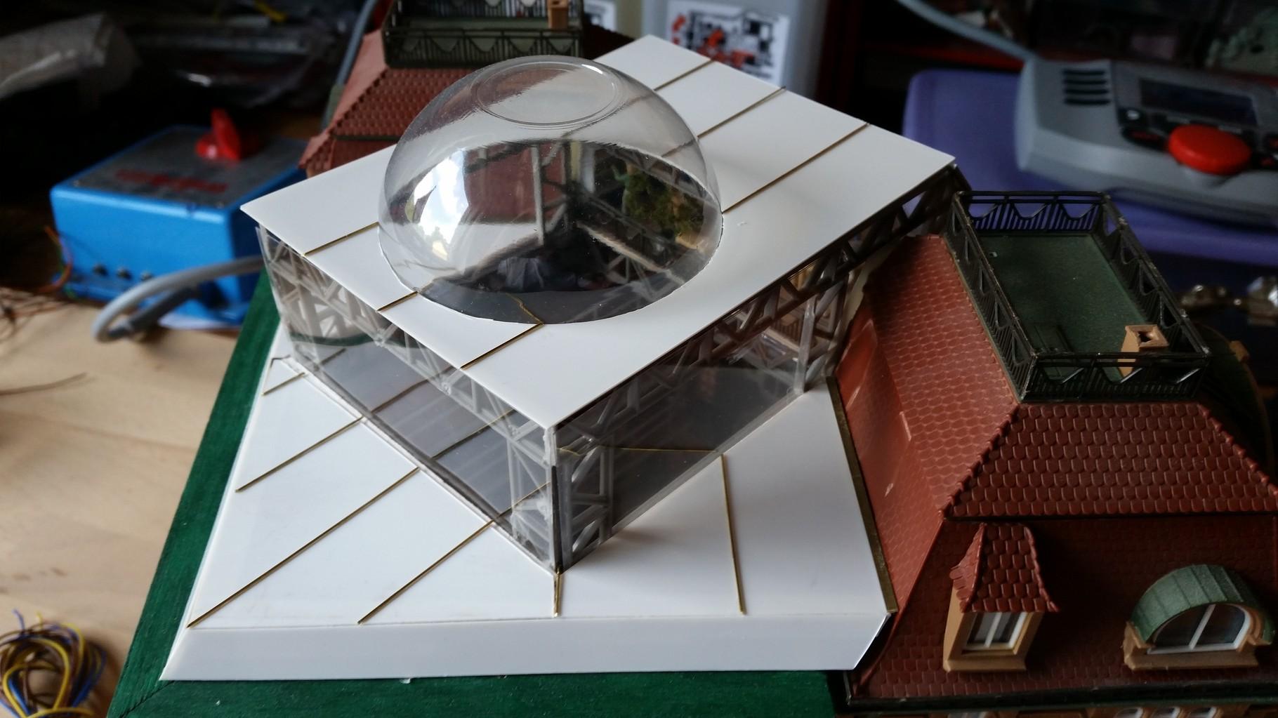 Bau des Daches mit Glaskuppel