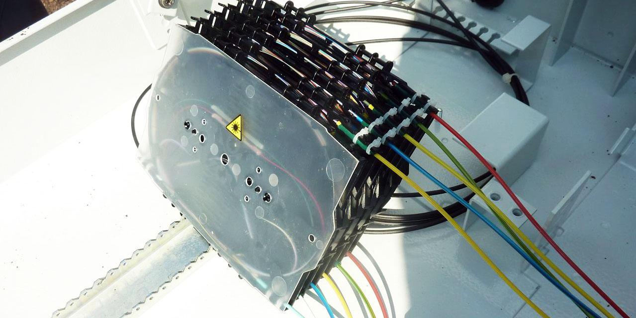 Spleißkassette eines LWL-Kabels: Beschädigung des Verteilers durch ein Räumfahrzeug