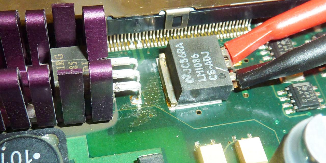 Thermische Überlastung eines Festspannungsreglers bei einer Metall-Laserschneidemaschine