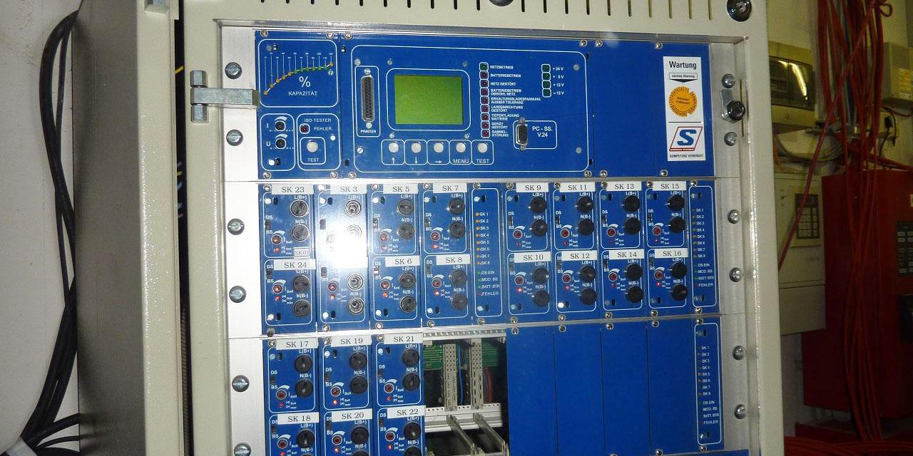 Feuchtigkeitsschaden bei einer Sicherheitsbeleuchtungsanlage