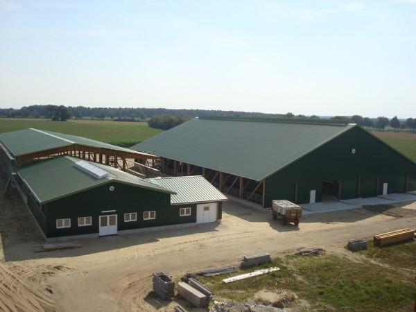 Der neue Kuhstall mit Melkzentrum.