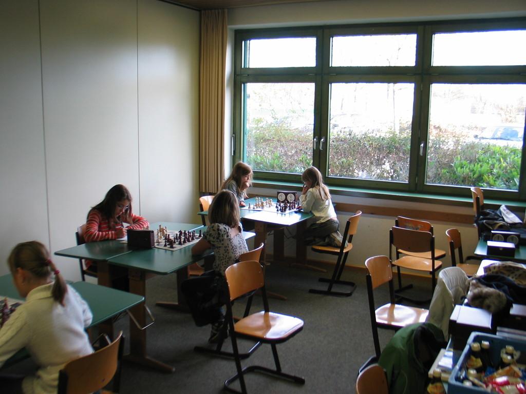 Dilan gegen Anja Grabowski (am Fenster)