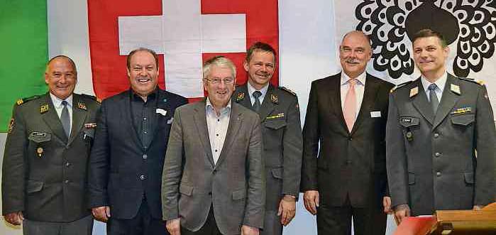 Oberst Jörg Velinsky, Kantonsratspräsident Paul Schlegel, Nationalrat Walter Müller, Divisionär Hans-Peter Kellerhals, Vorstand Urs Marquart, Oberstlt Enrico Mungo (v.l.n.r.)